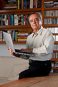 Belo Horizonte_MG, Brasil...Ivan Moura Campos, um dos professores da Universidade Federal de Minas Gerais, fundador da empresa Akwan, que criou um buscador na internet e foi vendida para o Google...Ivan Moura Campos, a teacher at the Federal University of Minas Gerais, Akwan company founder, who created a search engine on the internet and was sold to Google...Foto: LEO DRUMOND / NITRO