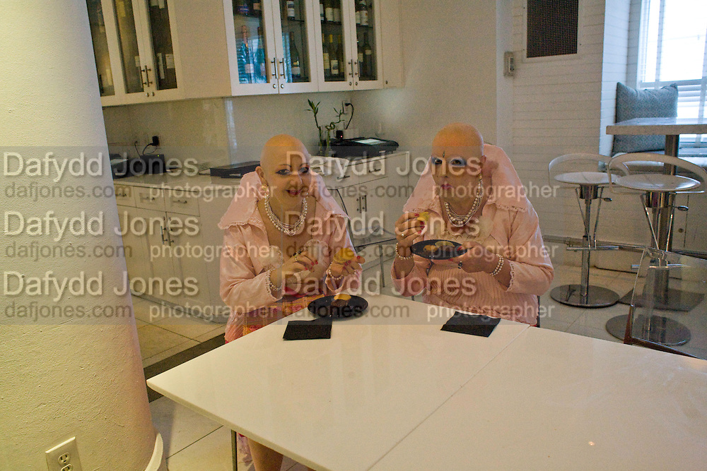 ARTISTS ADELLE & EVA; Collectors COLLECTOR; Brunch, Sagamore Hotel Miami Beach. Art Basel Miami Beach. 6 December 2008 *** Local Caption *** -DO NOT ARCHIVE -Copyright Photograph by Dafydd Jones. 248 Clapham Rd. London SW9 0PZ. Tel 0207 820 0771. www.dafjones.com