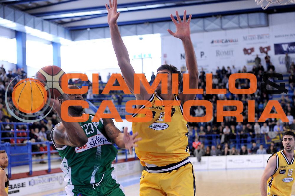DESCRIZIONE : Porto San Giorgio Lega A 2013-14 Sutor Montegranaro Sidigas Avellino<br /> GIOCATORE : Foster Je Kel<br /> CATEGORIA : tiro penetrazione<br /> SQUADRA : Sutor Montegranaro Sidigas Avellino<br /> EVENTO : Campionato Lega A 2013-2014<br /> GARA : Sutor Montegranaro Sidigas Avellino<br /> DATA : 04/05/2014<br /> SPORT : Pallacanestro <br /> AUTORE : Agenzia Ciamillo-Castoria/C.De Massis<br /> Galleria : Lega Basket A 2013-2014  <br /> Fotonotizia : Porto San Giorgio Lega A 2013-14 Sutor Montegranaro Sidigas Avellino<br /> Predefinita :