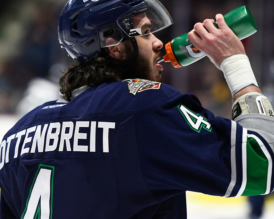 Turner Ottenbreit of the Seattle Thunderbirds in Game 2 of the 2017 MasterCard Memorial Cup against the Erie Otters on Saturday May 20, 2017 at the WFCU Centre in Windsor, ON. Photo by Aaron Bell/CHL Images