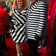 NLD/Amsterdam/20100801 - Inloop premiere musical Crazy Shopping, Jan Aerntzen en zus
