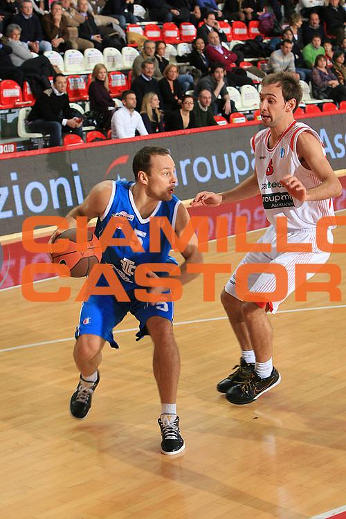 DESCRIZIONE : Teramo Eurocup 2009-10 Regular Season Bancatercas Teramo BC Azovmash <br /> GIOCATORE : Jarutis Rolandas<br /> SQUADRA : BC Azovmash <br /> EVENTO : Eurocup 2009 - 2010<br /> GARA : Bancatercas Teramo BC Azovmash<br /> DATA : 08/12/2009<br /> CATEGORIA : penetrazione palleggio<br /> SPORT : Pallacanestro<br /> AUTORE : Agenzia Ciamillo-Castoria/C.De Massis<br /> Galleria : Eurocup 2009<br /> Fotonotizia : Teramo Eurocup 2009-10 Regular Season Bancatercas Teramo BC Azovmash <br /> Predefinita :