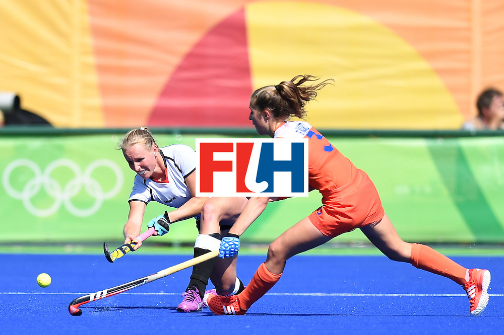 Germany's Hannah Kruger (L) and Netherlands' Xan De Waard vie during the women's field hockey Netherlands vs Germany match of the Rio 2016 Olympics Games at the Olympic Hockey Centre in Rio de Janeiro on August, 13 2016. / AFP / MANAN VATSYAYANA        (Photo credit should read MANAN VATSYAYANA/AFP/Getty Images)