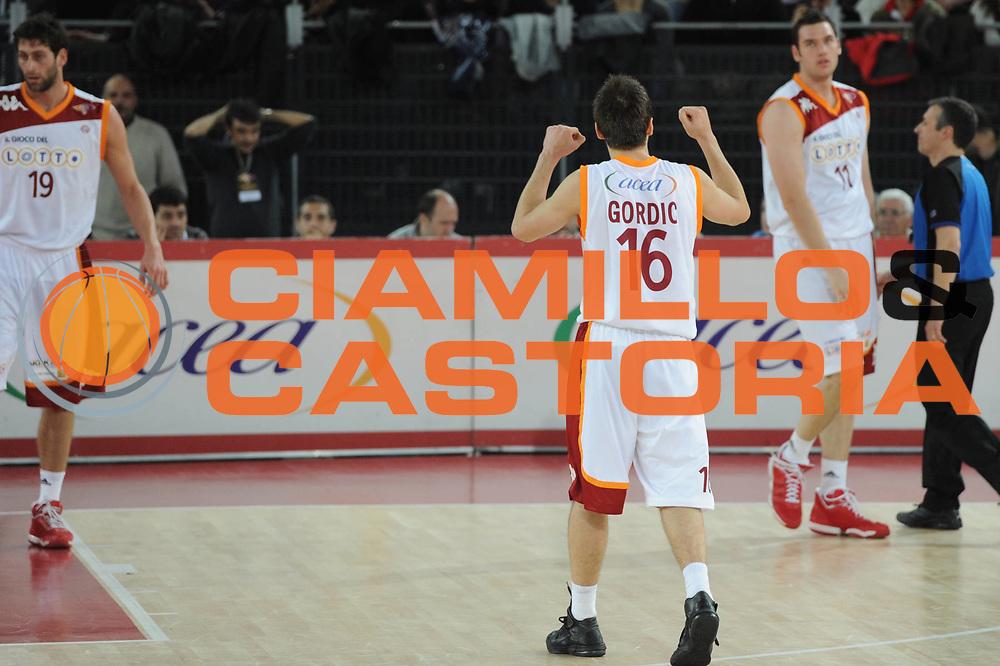 DESCRIZIONE : Roma Lega A 2010-11 Lottomatica Virtus Armani Jeans Milano<br /> GIOCATORE : Nemanja Gordic<br /> SQUADRA : Lottomatica Virtus Roma Armani Jeans Milano<br /> EVENTO : Campionato Lega A 2010-2011 <br /> GARA : Lottomatica Virtus Roma Armani Jeans Milano<br /> DATA : 06/03/2011<br /> CATEGORIA : Esultanza<br /> SPORT : Pallacanestro <br /> AUTORE : Agenzia Ciamillo-Castoria/GiulioCiamillo<br /> Galleria : Lega Basket A 2010-2011 <br /> Fotonotizia : Roma Lega A 2010-11 Lottomatica Virtus Roma Armani Jeans Milano<br /> Predefinita :