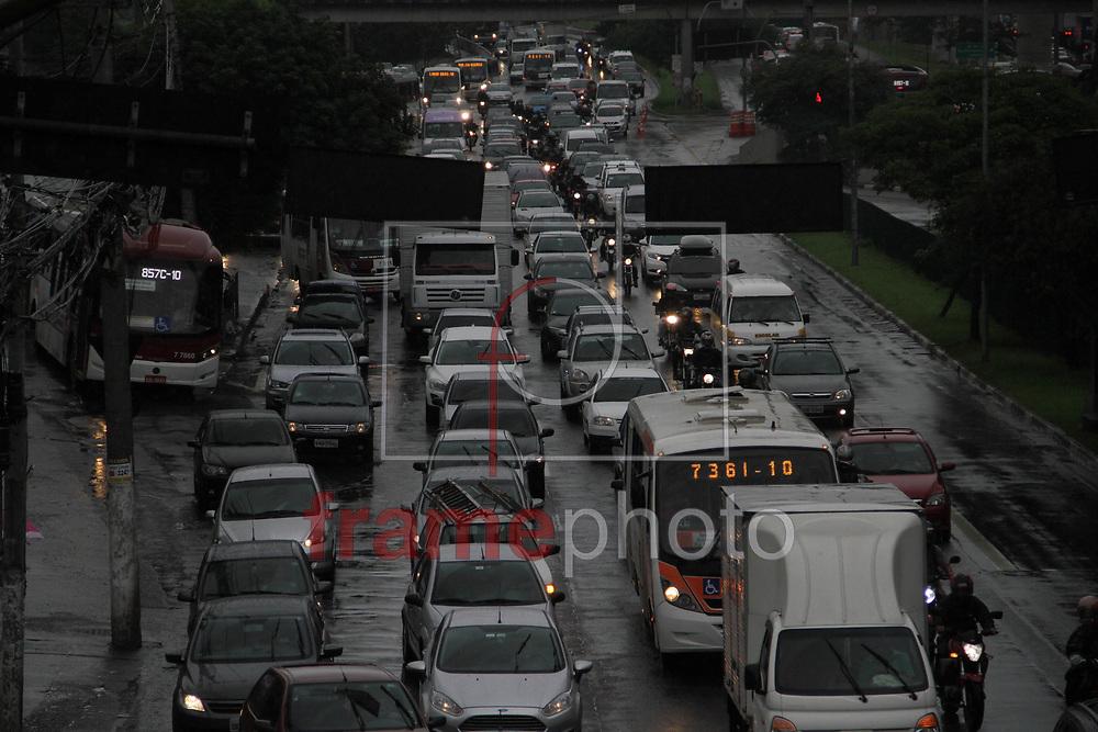 Movimentação na Av. João Dias, na zona sul de São Paulo, durante a tarde desta segunda-feira (23). Foto: Antonio Cícero/FramePhoto