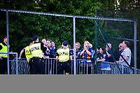 Fotball , 20. Mai 2014, Eliteserien , Tippeligaen<br /> Stabæk - Strømsgodset<br /> Enkelte strømsgodsetfans måtte vente til det sjuende minutt med å få slippe inn, tilsynelatende fordi bortefeltet var fullt, det ble løst ved at vakter og politi åpnet en klokkesvingen<br /> Foto: Sjur Stølen , Digitalsport