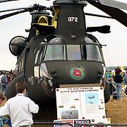 NLD/Deelne/19901017 - Open dag koninklijke Luchtmacht 1990 op vliegbasis Deelen, Amerikaanse Chinook helicopter