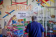Merkur Eigentümer Jaromir Kriz im Merkur Museum in Police nad Metuji.
