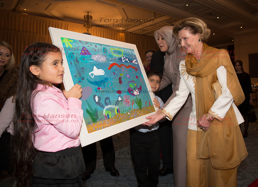ANKARA, 20131106: State Visit to Turkey by Norwegian Queen Sonja and King Harald. Attending seafood buffet, and were given drawings.<br /> FOTO;  TOM HANSEN