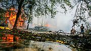 Desperate brannmenn kan bare se på mens en hel rekke med boliger brenner på St. Charles Street i New Orleans etter at orkanen Katrina gjorde landfall tre dager før. Orkanen spredte død og ødeleggelse i flere land og amerikanske delstater. Minst 1833 mennesker døde i det som regnes som den mest kostbare og destruktive orkanen i USA sin historie. Orkanen hentet energi fra uvanlig varmt hav i mexicogulfen og nådde kategori 5 i styrke. Med fortsatt oppvarming av kloden kommer vi til å få atskillig flere ekstremvær-tilfeller som Katrina.
