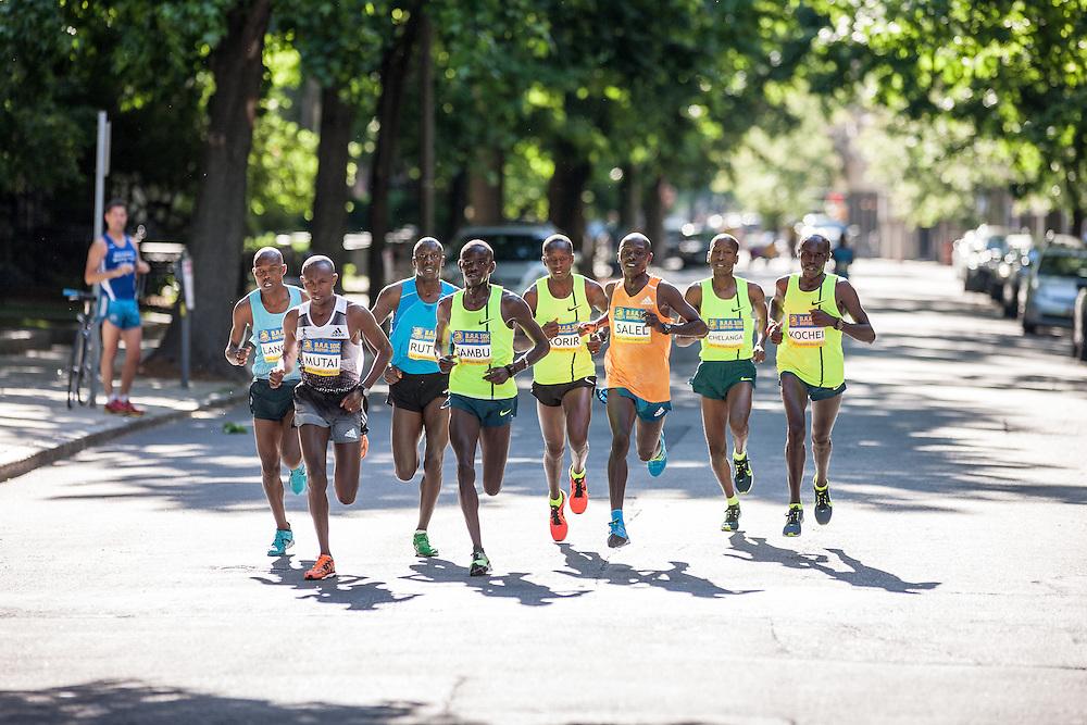 Boston Athletic Association 10K road race: lead pack of men, all Kenyan, led by Geoffrey Mutai and Stephen Sambu