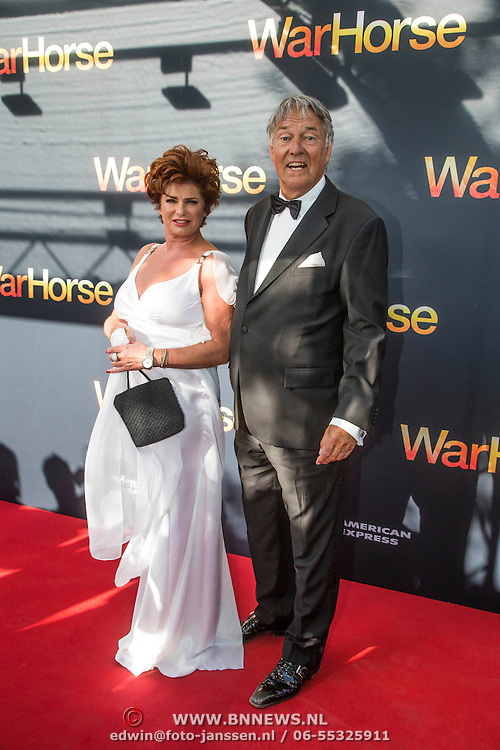 NLD/Amsterdam/20140614 - Inloop premiere Warhorse, Ron brandsteder en partner Yvonne Baggen