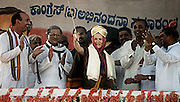 BELLARY,2000.<br /> The Congress(I) president, Ms. Sonia Gandhi, who was honoured with a Mysore turban, a shawl and a sword by the Bellary district Congress(I)unit, waves to the crowd.