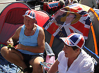 Royal Wedding Fans camped on the pavement Westminster Abbey Royal Wedding, London, UK, 27 April 2011:  Contact: Rich@Piqtured.com +44(0)791 626 2580 (Picture by Richard Goldschmidt)