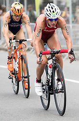 20.08.2016, Fort Copacabana, Rio de Janeiro, BRA, Rio 2016, Olympische Sommerspiele, Triathlon, Damen, im Bild Gwen Jorgensen (USA), Nicola Spirig Hug (SUI) // Gwen Jorgensen of the USA Nicola Spirig Hug of Switzerland during the Womens Triathlon of the Rio 2016 Olympic Summer Games at the Fort Copacabana in Rio de Janeiro, Brazil on 2016/08/20. EXPA Pictures © 2016, PhotoCredit: EXPA/ Johann Groder