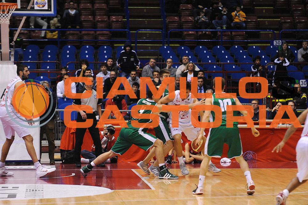 DESCRIZIONE : Milano Lega A 2011-12 EA7 Emporio Armani Milano Benetton Treviso<br /> GIOCATORE : Alessandro Gentile<br /> CATEGORIA : Palleggio<br /> SQUADRA : EA7 Emporio Armani Milano<br /> EVENTO : Campionato Lega A 2011-2012<br /> GARA : EA7 Emporio Armani Milano Benetton Treviso<br /> DATA : 11/01/2012<br /> SPORT : Pallacanestro<br /> AUTORE : Agenzia Ciamillo-Castoria/A.Dealberto<br /> Galleria : Lega Basket A 2011-2012<br /> Fotonotizia : Milano Lega A 2011-12 EA7 Emporio Armani Milano Benetton Treviso<br /> Predefinita :