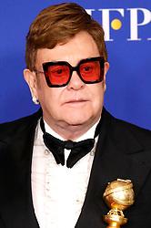 January 5, 2020, Beverly Hills, Kalifornien, USA: Elton John mit dem Preis für den Besten Filmsong 'I'm Gonna Love Me Again' aus dem Film 'Rocketman' bei der Verleihung der 77. Golden Globe Awards im Beverly Hilton Hotel. Beverly Hills, 05.01.2020 (Credit Image: © Future-Image via ZUMA Press)