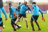 ALKMAAR - 27-07-2016, laatste training AZ voor Europese wedstrijd tegen Pas Giannina , AFAS Stadion, AZ speler Fernando Lewis, AZ speler Rens van Eijden met masker, AZ speler Levi Garcia.