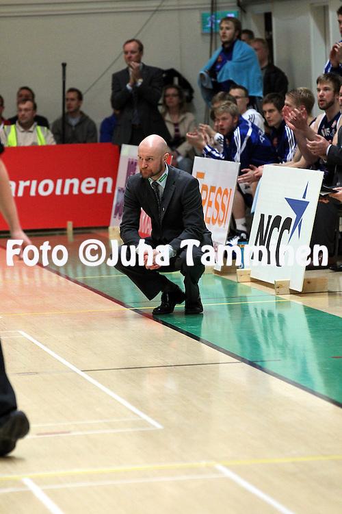 29.4.2011, Pyynikin Palloiluhalli, Tampere..Korisliiga 2010-11, 3. loppuottelu Tampereen Pyrint? - Joensuun Kataja..Valmentaja Jukka Toijala - Kataja.©Juha Tamminen.