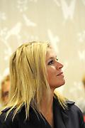Prinses Máxima opent Blijf van m'n Lijf huis nieuwe stijl<br /> <br /> Hare Koninklijke Hoogheid Prinses Máxima der Nederlanden opent op dinsdag 30 augustus in Alkmaar het eerste Oranje Huis. Het Oranje Huis is een Blijf van m'n Lijf Huis Nieuwe Stijl: een niet geheime, open locatie. Het Oranje Huis is een initiatief van Stichting Blijf Groep en biedt onder één dak advies, hulpverlening en opvang voor mensen die te maken hebben met huiselijk geweld.<br /> <br /> Op de foto: <br /> <br /> <br /> Princess Máxima opens new home Stay off my Body style<br /> <br /> Her Royal Highness Princess Máxima of the Netherlands opens on Tuesday, August 30 Alkmaar in the first House of Orange. The monarchy is one of my Stay Home New Body Style: not a secret, open location. The monarchy is an initiative of Stay Group Foundation and includes a roof advice, assistance and care for people dealing with domestic violence.<br /> <br /> On the photo: