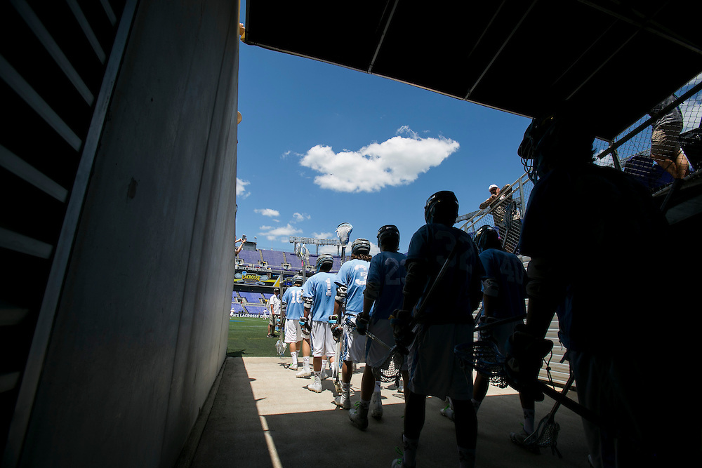 05/25/2014 - Baltimore, Md. - The Tufts men's lacrosse team takes the field before Tufts' 12-9 win over Salisbury to win the NCAA Division III Men's Lacrosse National Championship game at M&T Bank Stadium on May 25, 2014. (Kelvin Ma/Tufts University)