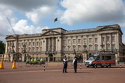 © Licensed to London News Pictures. 03/06/2019. London, UK. Police stationed outside Buckingham Palace ahead of the arrival of President of the United States Donald Trump. President Trump is in the UK for a three-day State Visit. Photo credit: Rob Pinney/LNP