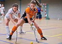 UTRECHT - Hoofdklasse Zaalhockey: Laura Nunnink van  Oranje Zwart aan de bal  tegen Rotterdam dames.FOTO KOEN SUYK
