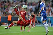 FUSSBALL   SAISON 2011/2012   CHAMPIONS LEAGUE FINALE FC Bayern Muenchen - FC Chelsea  19.05.2012 Mario Gomez (li, FC Bayern Muenchen) gegen Gary Cahill (re, FC Chelsea)