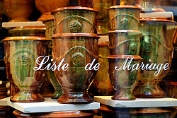 FRANCE PROVENCE AIX EN PROVENCE 3OCT06 - Shop window displaying vases and advertising for wedding gifts (Liste de Marriage) in Aix en Provence, southern France...jre/Photo by Jiri Rezac..© Jiri Rezac 2006..Contact: +44 (0) 7050 110 417.Mobile:  +44 (0) 7801 337 683.Office:  +44 (0) 20 8968 9635..Email:   jiri@jirirezac.com.Web:    www.jirirezac.com..© All images Jiri Rezac 2006 - All rights reserved.