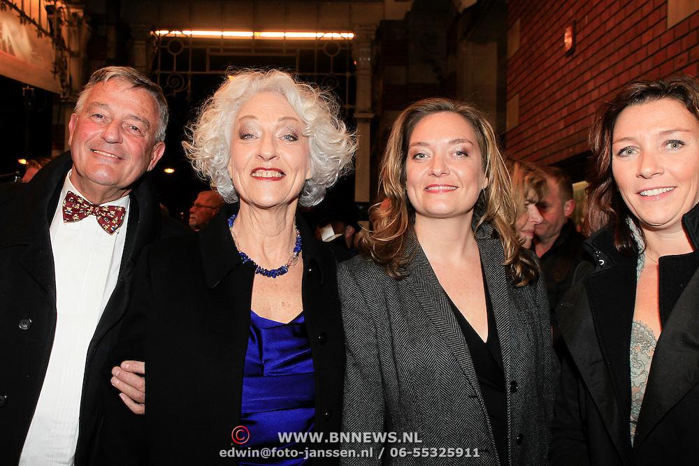 NLD/Amsterdam/20130315 - Boekenbal 2013 Stadsschouwburg , Nelleke Noodervliet met partner en dochters Anouk en Vanessa