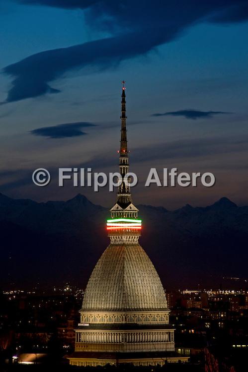 &copy; Filippo Alfero<br /> Mole Antonelliana con collier tricolore in occasione di Italia 150&deg; - celebrazioni per i 150 anni dell'Unit&agrave; d'Italia<br /> Torino, 18/03/2011<br /> architettura paesaggio<br /> Nella foto: la Mole Antonelliana