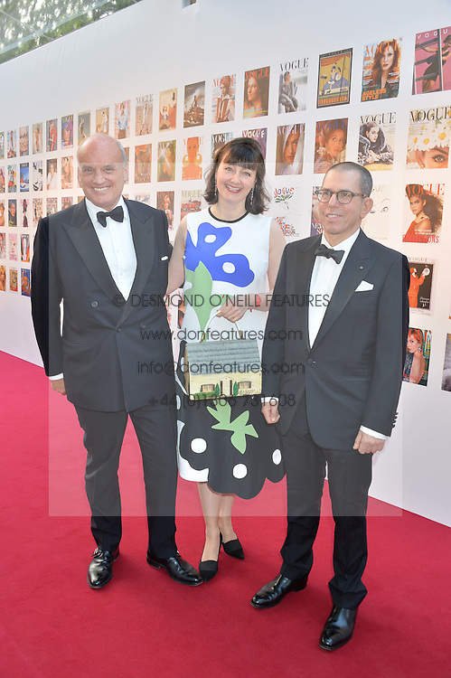 Left to right, NICHOLAS & GEORGIA COLERIDGE and JONATHAN NEWHOUSE at British Vogue's Centenary Gala Dinner in Kensington Gardens, London on 23rd May 2016.