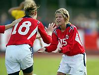 Fotball<br /> Landskamp J15/16 år<br /> Tidenes første landskamp for dette alderstrinnet<br /> Sverige v Norge 1-3<br /> Steungsund<br /> 11.10.2006<br /> Foto: Anders Hoven, Digitalsport<br /> <br /> Heidel M Johannessen - Egersunds / Norge (18) og Benedikte Kvavik - Lyngdal / Norge<br /> Jubel for 2-0