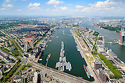 Nederland, Zuid-Holland, Rotterdam, 10-06-2015; overzicht van de Maashaven met binnenvaartschepen, rechts Katendrecht, (bijgenaamd De Kaap) en de Rijnhaven.<br /> Meuse harbour with barges and Katendrecht peninsula, former port quarter.<br /> luchtfoto (toeslag op standard tarieven);<br /> aerial photo (additional fee required);<br /> copyright foto/photo Siebe Swart