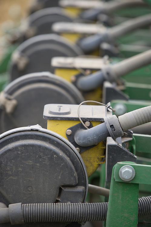 Grain harvesting equipment