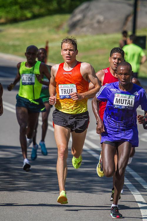 UAE Healthy Kidney 10K, Ben True in lead pack