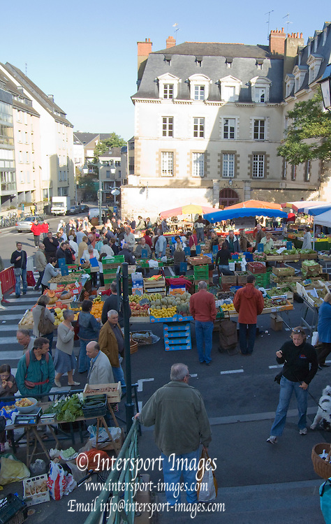 Rennes, FRANCE,  General view of the stalls at the Saturday Morning Market,  Brittany.  Saturday  26/09/2009   [Mandatory Credit Peter Spurrier Intersport Images]. Street Photo.