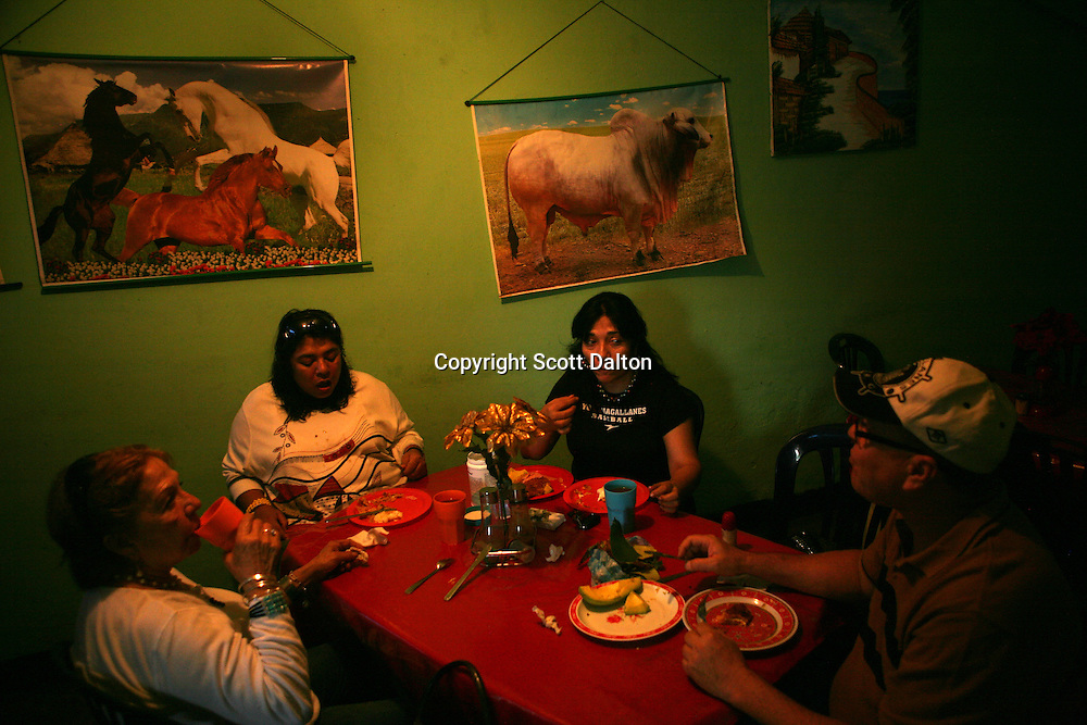 A family has a meal in a restaurant in Barinas, Venezuela on Friday, July 10, 2009. (Photo/Scott Dalton)