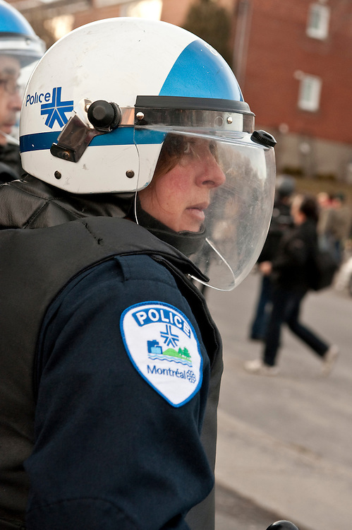 Manifestation contre la brutalité policière se soldant en jeux de chats et de siuris, Montréal, 15 mars 2010