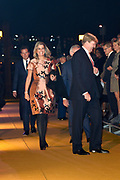Koning Willem-Alexander en Koningin Máxima en Prinses Beatrix der Nederlanden zijn aanwezig bij de slotviering van 200 jaar Koninkrijk der Nederlanden in Amsterdam. De twee jaar durende viering wordt afgesloten met een bijeenkomst in Koninklijk Theater Carré en met een avond vol optredens op de Amstel.<br /> <br /> King Willem-Alexander and Princess Maxima and Queen Beatrix of the Netherlands to attend the final celebration of 200 years of Kingdom of the Netherlands in Amsterdam. The two-year celebration will end with a meeting in the Royal Theatre Carré and an evening of performances at the Amstel.<br /> <br /> Op de foto / On the Photo: Koning Willem-Alexander en Koningin Máxima met Prinses Beatrix wonen de show bij op de Amstel / <br /> King Willem-Alexander and Queen Maxima with Princess Beatrix attend the show on the Amstel