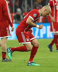 11.04.2018, Allianz Arena, Muenchen, GER, UEFA CL, FC Bayern Muenchen vs Sevilla FC, Viertelfinale, R&uuml;ckspiel, im Bild Arjen Robben Ententanz nach Spielende // during the UEFA Champions League Quarterfinal, 2nd leg Match between FC Bayern Muenchen vs Sevilla FC at the Allianz Arena in Muenchen, Germany on 2018/04/11. EXPA Pictures &copy; 2018, PhotoCredit: EXPA/ SM<br /> <br /> *****ATTENTION - OUT of GER*****