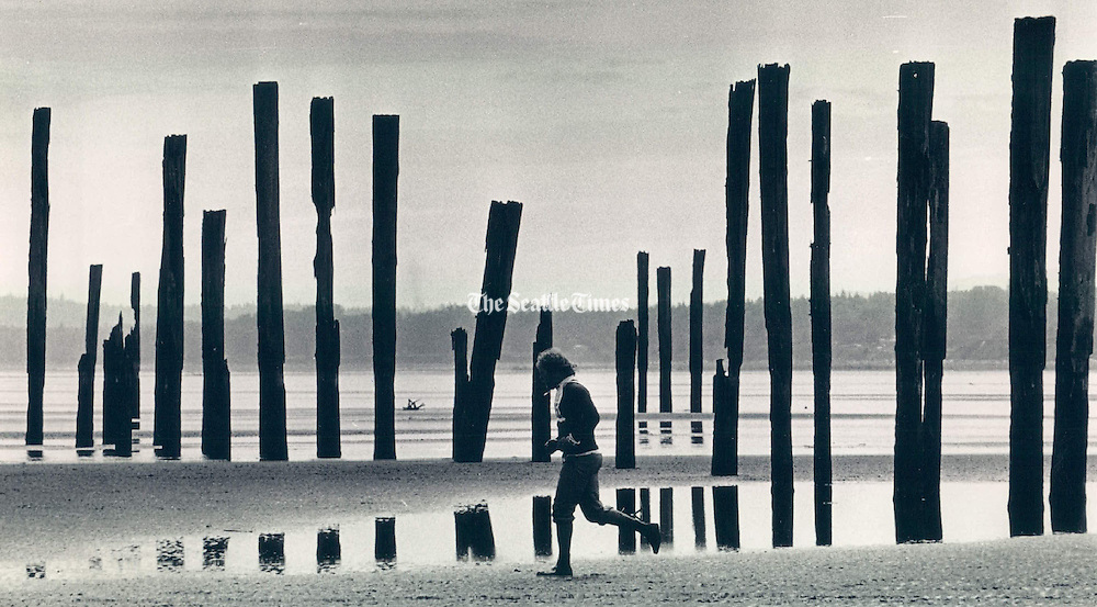 A 1986 Ski-to-Sea Competitor heads for the sailboats waiting at Bellingham Bay in the final stretch of the 78-mile race. (Andy Nelson / The Seattle Times)