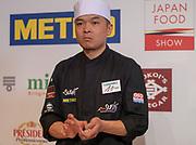 Tino SINGHARAJ lors de la fin de l'épreuve Edeomae, pendant la troisième édition du championnat de France de sushi