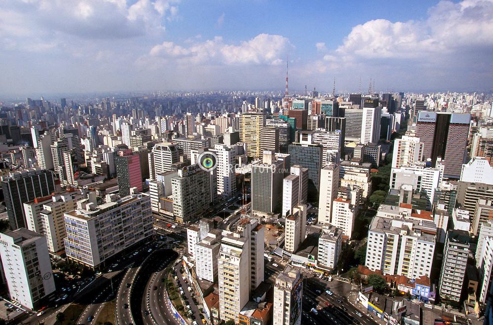 Sao Paulo, Sao Paulo, Brasil. 1997..Vista da Torre Bandeirantes, na Av. Doutor Arnaldo, regiao da Avenida Paulista. / View of Bandeirantes Tower in Dr. Arnaldo Avenue, region of Paulista Avenue..Foto ©Adri Felden/Argosfoto