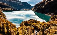 Le barrage de Tseuzier ou de Rawil a &eacute;t&eacute; construit en 1957 Le col de Rawil (2429m) relie le Valais au canton de Berne.<br /> Paysage automne Valais Suisse Alpes m&eacute;l&egrave;zes foret montagne tourisme lac<br /> Alps Mountain Swiss <br /> 26 octobre 2018<br /> (OMAIRE)