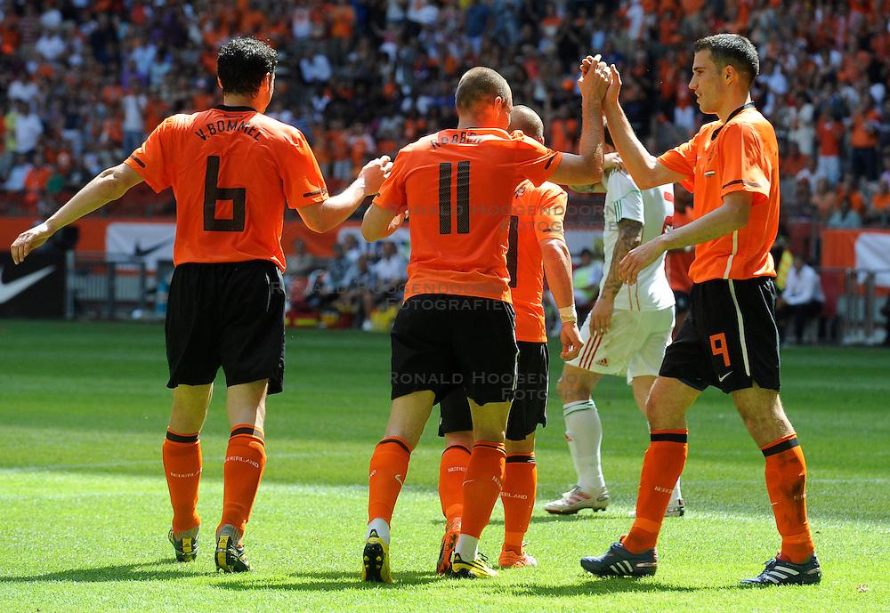 05-06-2010 VOETBAL: NEDERLAND - HONGARIJE: AMSTERDAM<br /> Nederland wint met 6-1 van Hongarije / Robin van Persie, Wesley Sneijder, Mark van Bommel en Arjen Robben<br /> &copy;2010-WWW.FOTOHOOGENDOORN.NL