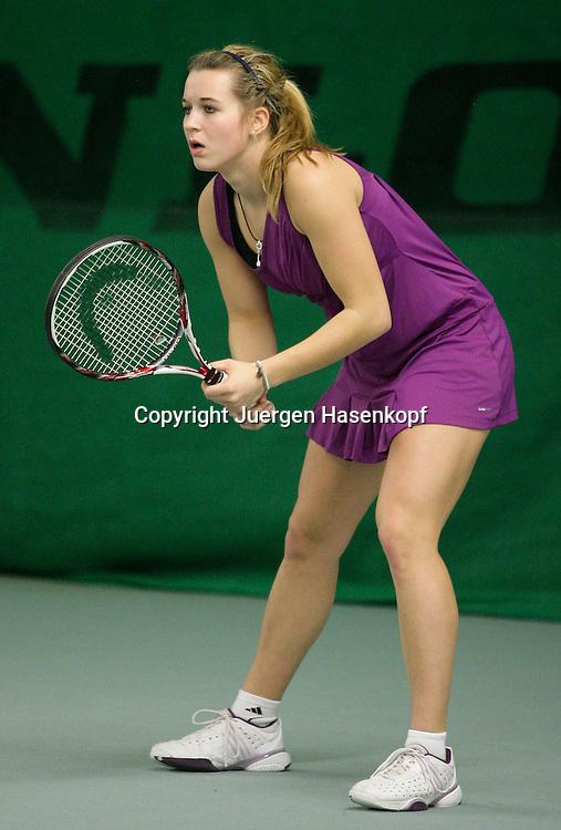 Deutsche  Jugendhallentennismeisterschaft in Essen, Jugend Tennis Turnier,<br /> Lena Hofmann (GER) in Aktion,action