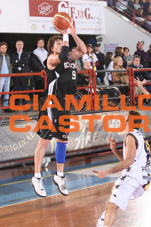 DESCRIZIONE : Porto San Giorgio Lega A1 2008-09 Premiata Montegranaro Eldo Caserta<br /> GIOCATORE : James Larranaga<br /> SQUADRA : Eldo Caserta <br /> EVENTO : Campionato Lega A1 2008-2009<br /> GARA : Premiata Montegranaro Eldo Caserta<br /> DATA : 20/12/2008<br /> CATEGORIA : Tiro <br /> SPORT : Pallacanestro<br /> AUTORE : Agenzia Ciamillo-Castoria/G.Ciamillo