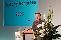29 SEP 2003, BERLIN/GERMANY:<br /> Gerhard Schroeder, SPD, Bundeskanzler, waehrend seiner Rede, Zeitungskongress des BDZV, Bund Deutscher Zeitungsverleger, Hotel Maritim<br /> IMAGE: 20030929-02-019<br /> KEYWORDS: Gerhard Schröder, speech