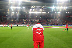 06.03.2015, Mercedes Benz Arena, Stuttgart, GER, 1. FBL, VfB Stuttgart vs Hertha BSC, 24. Runde, im Bild Trainer Huub Stevens ( VfB Stuttgart ) beobachtet das aufwaermen // during the German Bundesliga 24th round match between VfB Stuttgart and Hertha BSC at the Mercedes Benz Arena in Stuttgart, Germany on 2015/03/06. EXPA Pictures © 2015, PhotoCredit: EXPA/ Eibner-Pressefoto/ Langer<br /> <br /> *****ATTENTION - OUT of GER*****